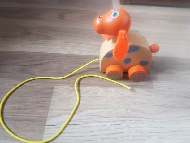 Piesek drewniany na smyczce zabawka