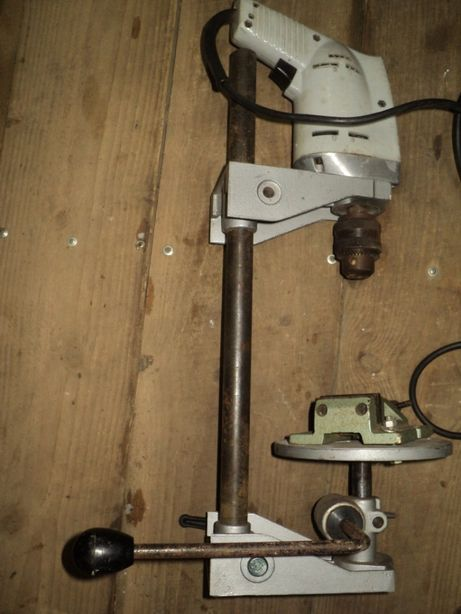 Немецкая стойка для дрели c подъёмным столиком, тисками и дрелью VEB