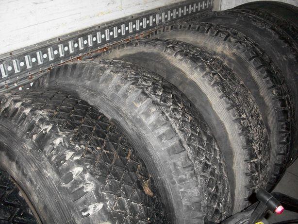 Шины с дисками Камаз Лаз в хорошем состоянии стояли на автобусе
