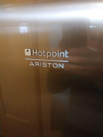 Широкий холодильник Hotpoint Ariston в очень хорошем состоянии