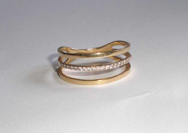 Pierścionek z cyrkoniami 2,8 g złoto próby 585