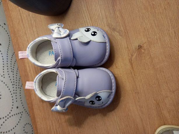 Продам туфельки на девочку 14 размер.