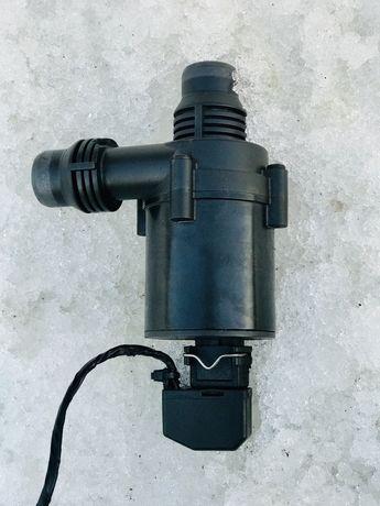 Додаткова водяна помпа БМВ Е38 Е39 8381989 Дополнительная Насос Шрот