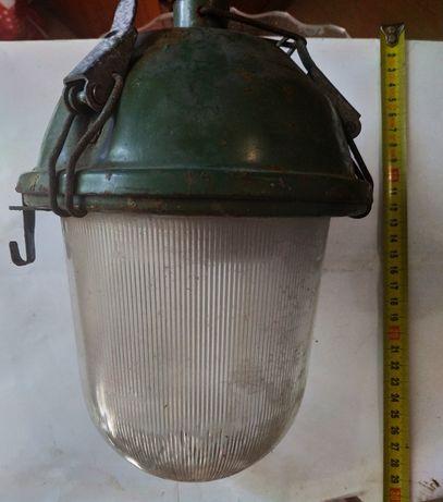 Уличный влагозащищённый электроплафон (электрофонарь).