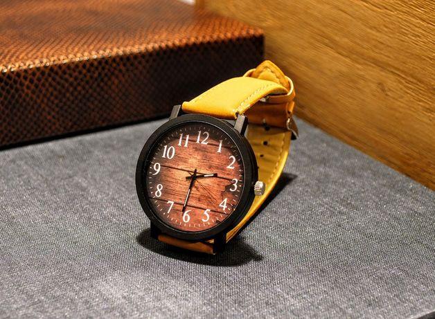 Zegarek z dużą tarczą z motywem drewna