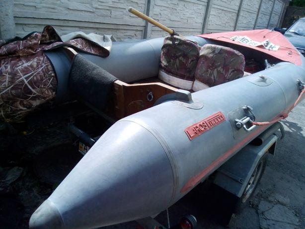 продам лодку моторнокилевая-пирели италия 2010р.в..