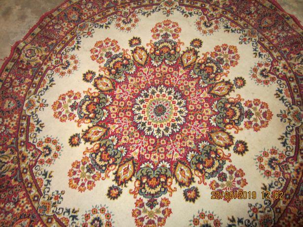 Vendo carpete redonda com 1,40m de diâmetro