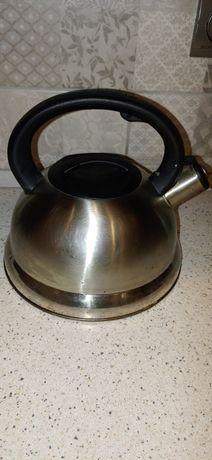 Чайник в хорошем состоянии со свистком