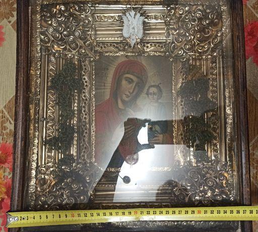 Продам чудотворную икону Богородицы в деревянном окладе
