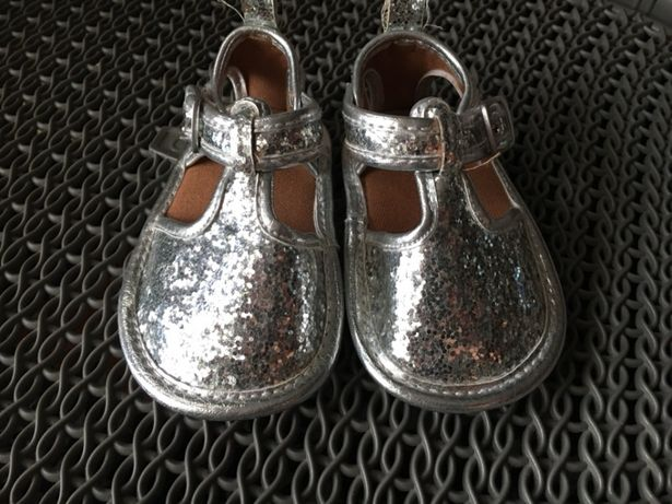 Śliczne buciki niemowlęce niechodki