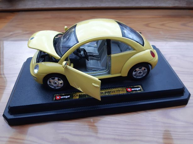 Model 1:24 Volkswagen New Beetle 1998 Burago.