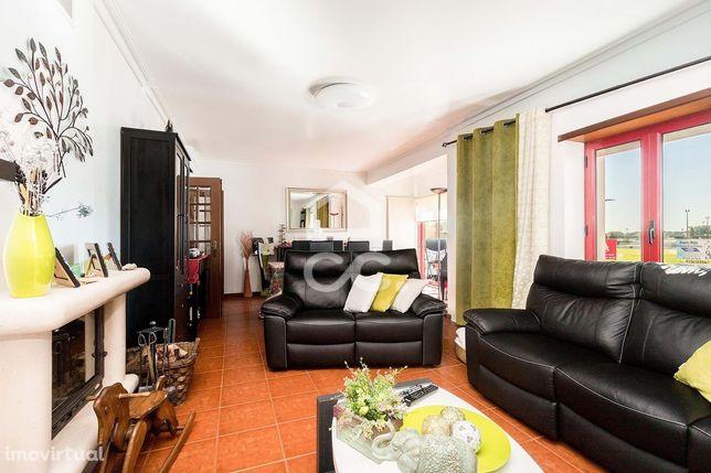 Apartamento T2 com boas áreas e garagem   Horta das Figueiras (Évora)