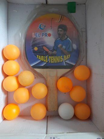 Теннисная ракетка и шарики