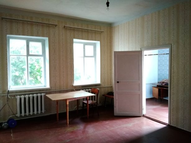 Продам 4-х комнатную квартиру в центре Старобельска