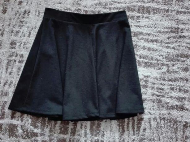 Spódnica czarna rozkloszowana