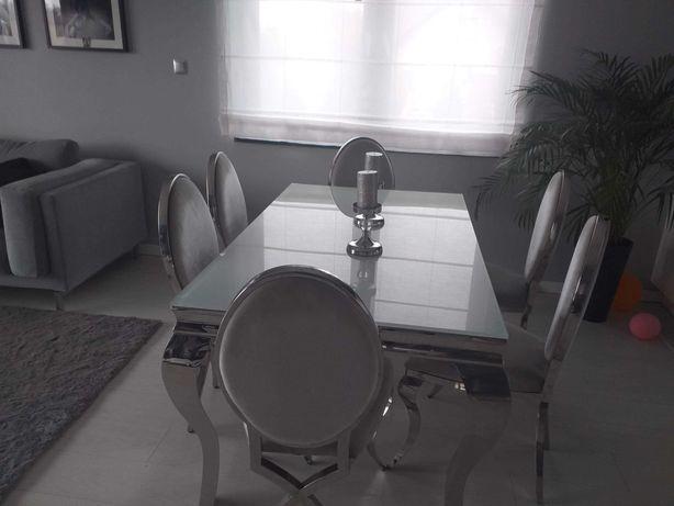 stół z krzesłami
