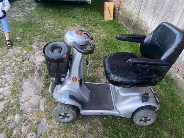Wózek inwalidzki elektryczny czterokołowy