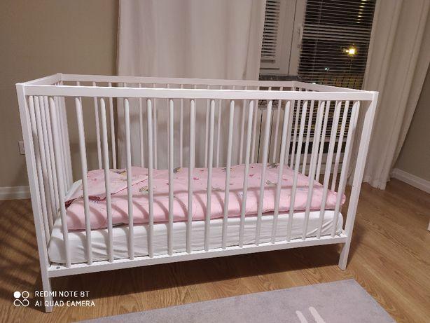 łóżeczko białe , materacyk i kołderka z ikei