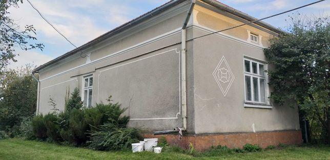 Будинок з ділянкою