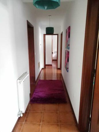 Apartamento T3 com excelentes áreas em zona tranquila.