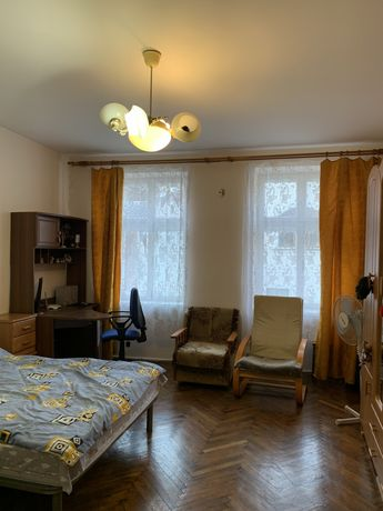 Продаж 2-кім. квартири  в центрі.