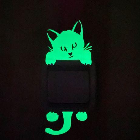 Светящаяся Наклейка в детскую кот на стену выключатель розетку котик