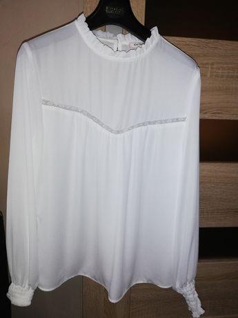 Biała bluzeczka z długim rękawkiem