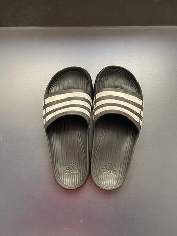 Chinelos da Adidas