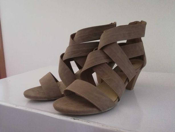 Sandálias salto tamanho 40