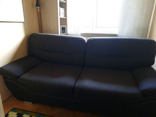Czarna sofa z funkcją spania