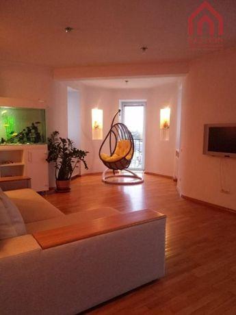 Продам 4-х комнатную квартиру в Центре.