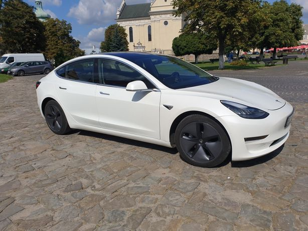 Tesla model 3. Long Range  Premium