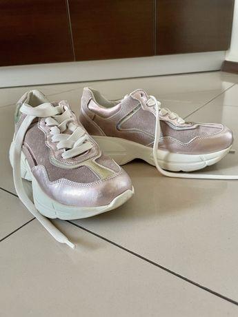 Продам почти новые женские кожаные кроссовки