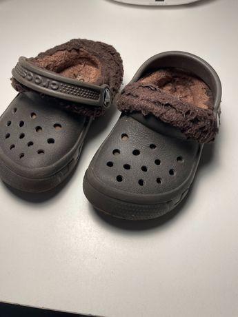 Crocs теплые тапочки