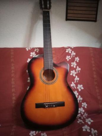 Gitara klasyczna-akustyczna.