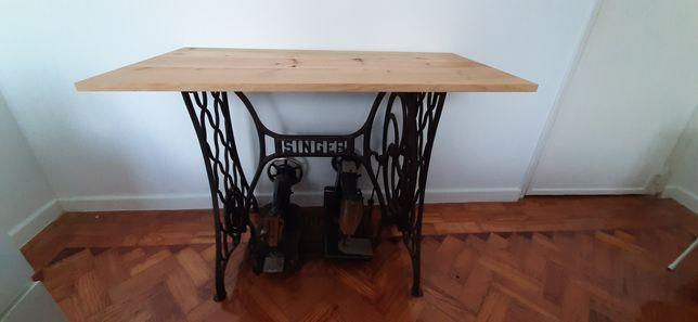 2 máquinas de costura mais mesa