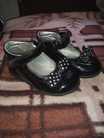 Lakierki, butki dla dziewczynki