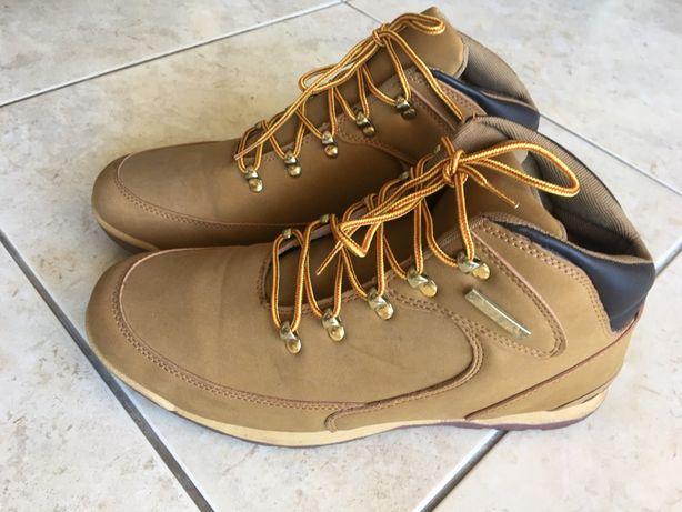 Sapatos em pele e botas 44/43