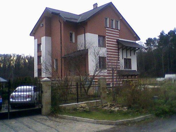 Новий гарний будинок на околиці м.Львів