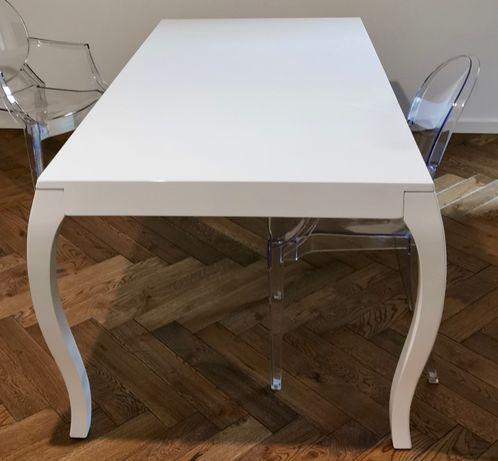 Stół lakierowany na wysoki połysk