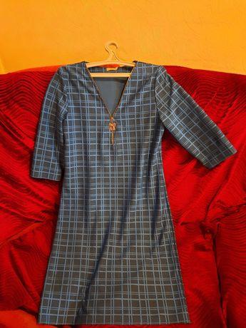 Продам синие в клетку платье