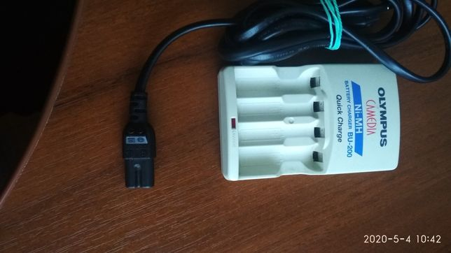 Продам зарядное для аккумуляторов Olympus BU -200