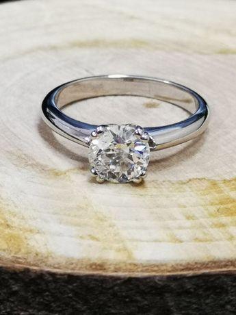 Шикарное золотое кольцо с бриллиантом в 1 карат
