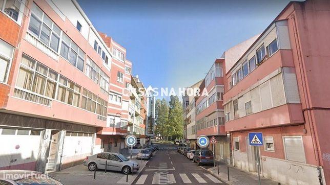 Apartamento T2 - REMODELADO - Próximo aos Bombeiros da AMADORA