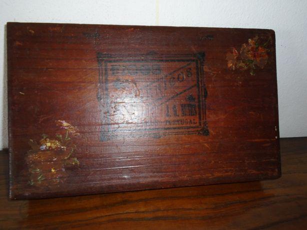 antiga embalagem de figos secos