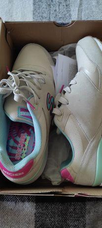 Женские кроссовки скетчерс