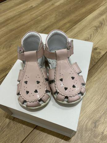 Emel sandałki r.21 lakierowane