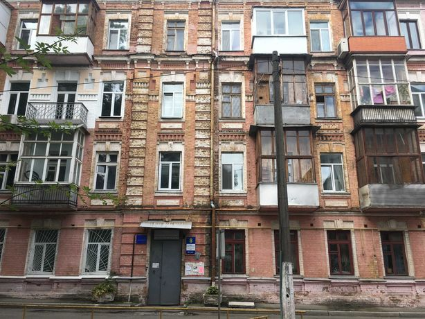 Продам 3 кімнатну квартиру в центрі Київа.