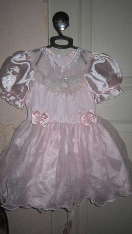 Праздничное платье розовое на годик или на новый год на крестины