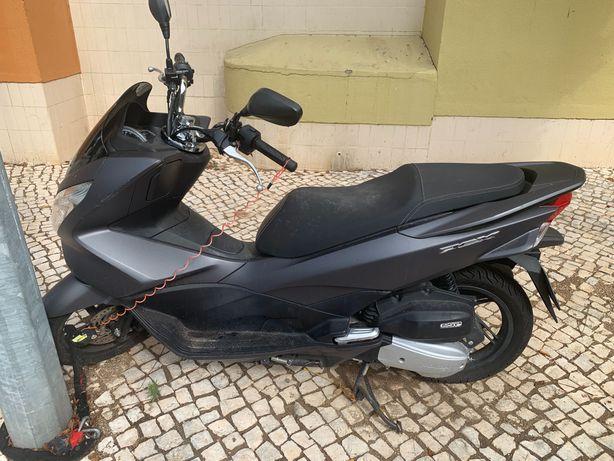Honda PCX 125cc.